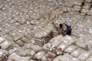 Rice being offloaded from a ship in response to the Indonesian Tsunami